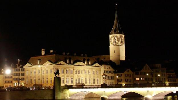 Die Kirche St. Peter in Zürich.