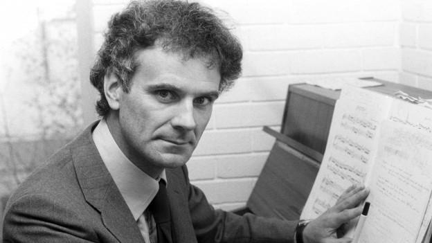 Peter Maxwell Davies am Klavier.