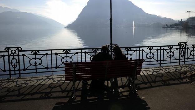 Romantik: Abendstimmung und zu zweit am Lago Maggiore