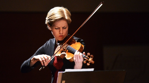 Isabelle Faust spielt Geige