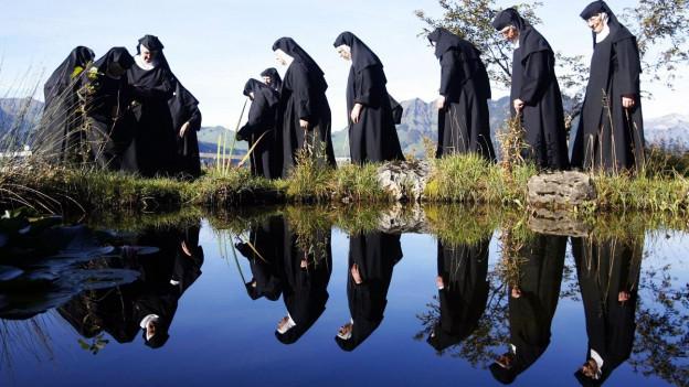 Symbolbild: eine Gruppe Benediktinerinnen
