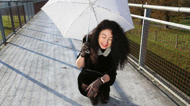 Porträt der Filmemacherin, Kolumnistin und Autorin Güzin Kar