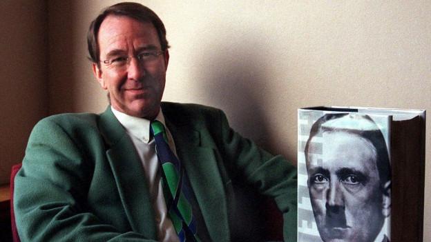 Sir Ian Kershaw ist ein britischer Historiker, der durch seine Schriften zum Nationalsozialismus bekannt wurde.
