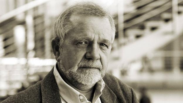 Schwarz-Weiss Porträt von Rüdiger Safranski.
