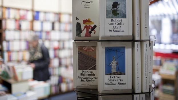 Diogenes Bücher in einer Berner Buchhandlung.