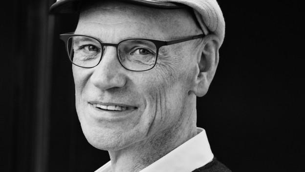 Mann um die Mitte 50ig mit Hut
