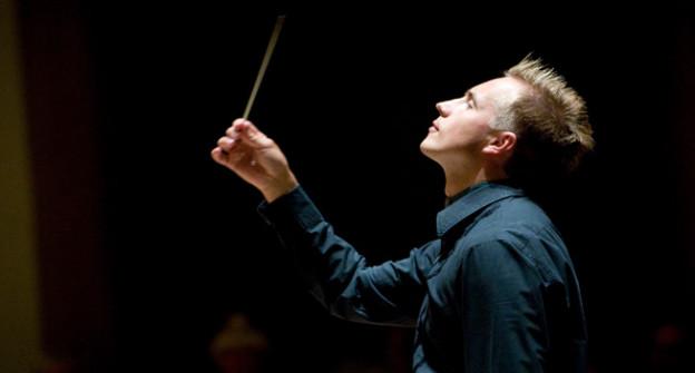 Vasily Petrenko beim Dirigieren