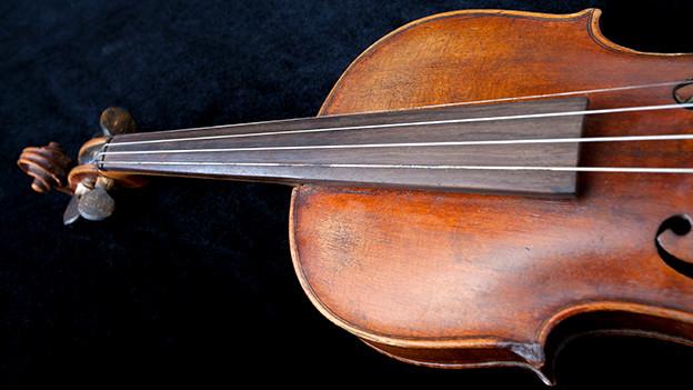 Die Geige wird nicht nur mit dem Himmel assoziiert, sondern auch mit dem Tod.