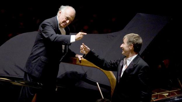 Pianist Jean Yves Thibaudet (r..) mit Dirigent Lorin Maazel an der Philharmonie New York.