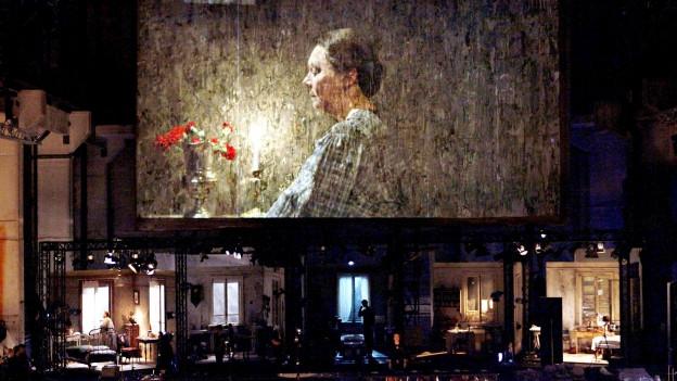 Grossaufnahmen als Stilmittel: Mitchell-Inszenierung «Al Gran Sole Carcio d Amore» an der Staatsoper Berlin.