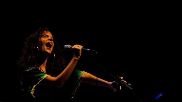 Die 27-Jährige singt «Girl from Ipanema» von Astrud Gilberto