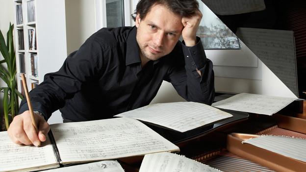 Der Komponist und Kontrabassist Dubugnon zeigt sich als wahrer Meister der Orchestrierung.