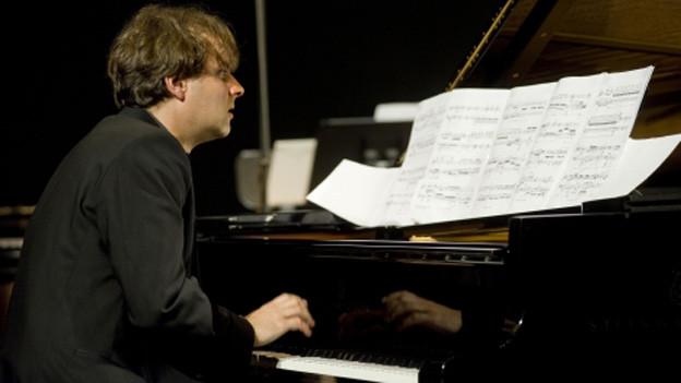 Stefan Wirth während der Uraufführung von «Le cru et le cuit» am Lucerne Festival 2010.
