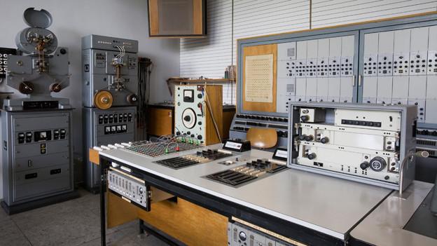 Die Ansicht eines elektronischen Studios aus den 50er Jahren.