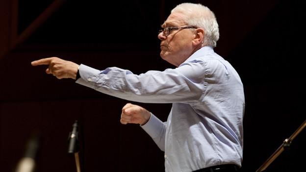 Hans Zender dirigiert