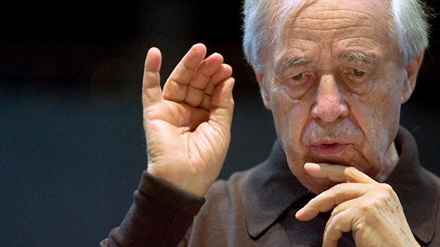 Pierre Boulez während einer Probe mit dem Lucerne Festival Academy Orchestra, August 2005.