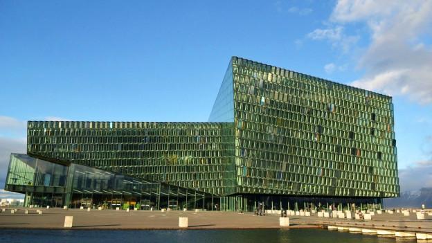 Das Konzerthaus Harpa in Reykjavik ist Ort vieler Konzerte der «Dark Music Days»