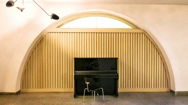 Piano in einem Raum