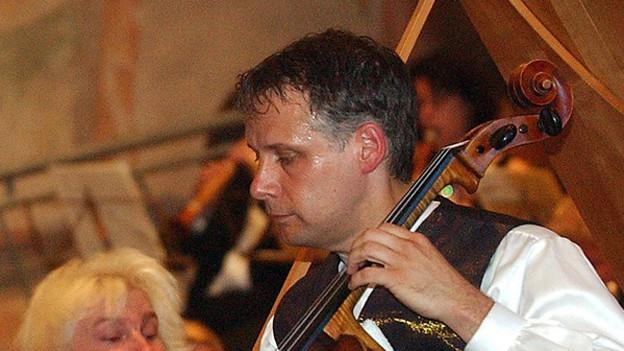 Der Cellist Pieter Wispelwey 2003 am «Menuhin Festival», Gstaad.