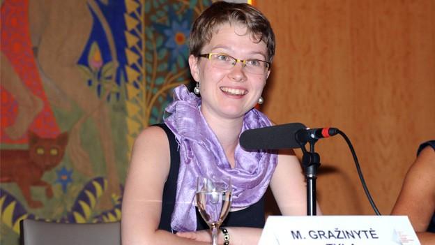 Mirga Grazinyte-Tyla bei einer Pressekonferenz.