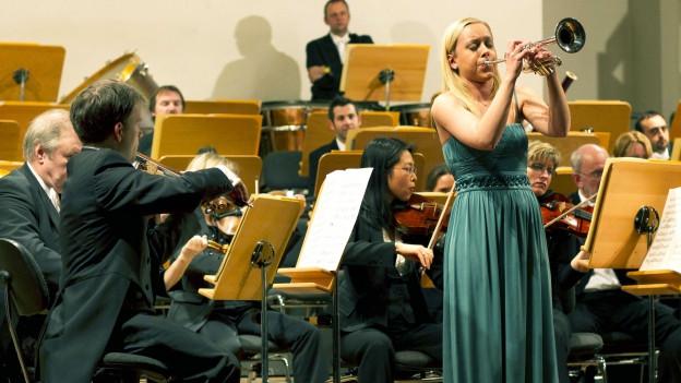 Tine Thing Helseth, Trompeterin, während eines Konzertes.