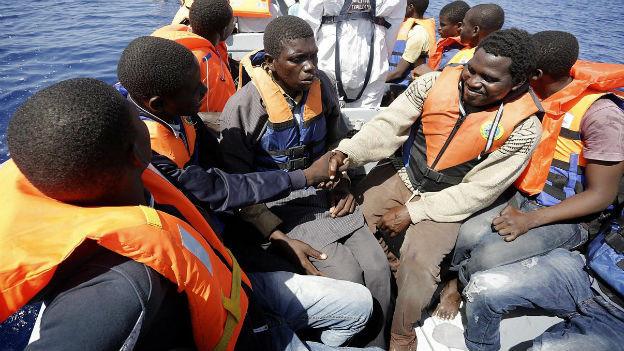 Flüchtlinge auf einem Boot.