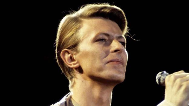 David Bowie während eines Konzerts 1976 in Hamburg