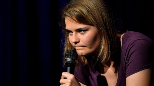Hazel Brugger ebie inem Auftritt