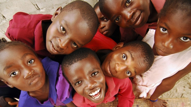 Fröhliche Kinder in Goma