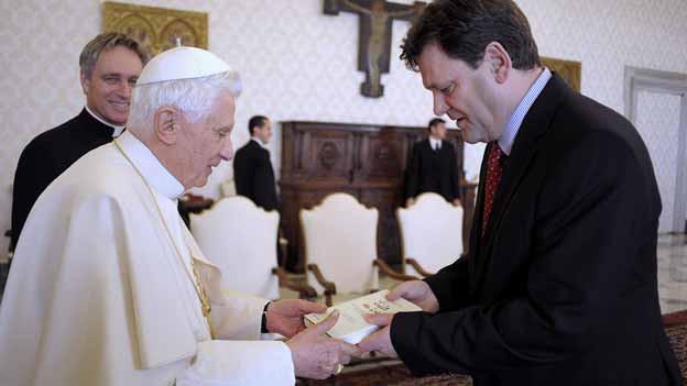 Papst Benedikt XVI und Peter Seewald (2010).