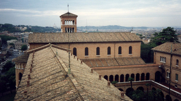 Ateneo Sant'Anselmo in Rom: Blick auf Kirche und Kreuzgang