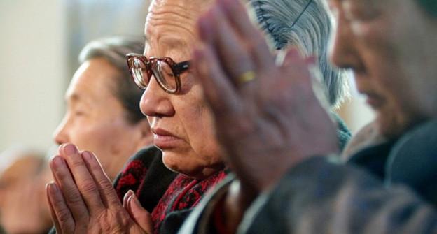 Frauen beten in China