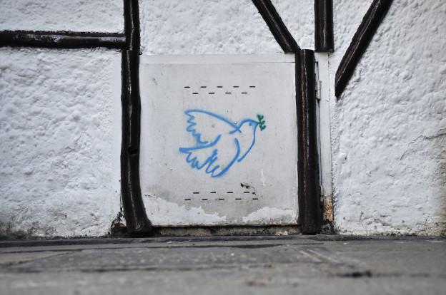 Ein Graffiti einer Friedenstaube