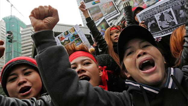 Hausangestellte demonstrieren in Hong Kong.