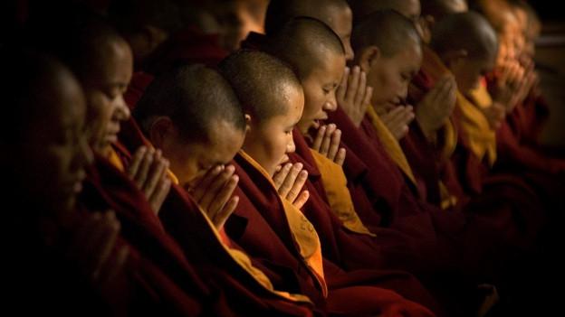 Buddhistische Nonnen im Kloster Khachoe Ghakyil Ling.