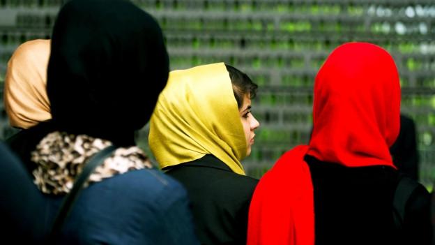 Studentinnen mit Kopftuch in Berlin