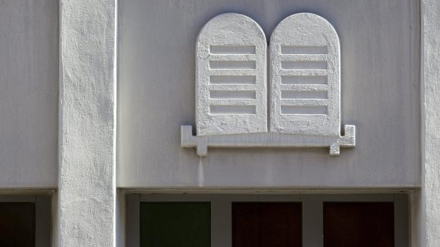 Die Fassade einer Synagoge.