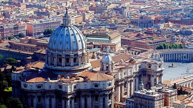 Foto des Petersdom im Vatikan aus der Vogelperspektive