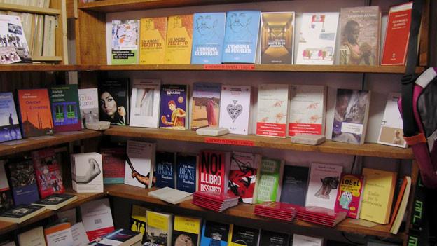 Statt anspruchsvoller Literaturimmer mehr belletristische Massenware? Der italienische Buchmarkt.