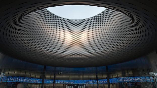 Der neue Hallenkomplex der Messe Basel von den Architekten Herzog und de Meuron.