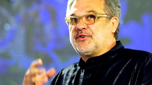 Martin Leutholds Kreationen inspirieren regelmaessig die bedeutendsten Couturiers der Welt.