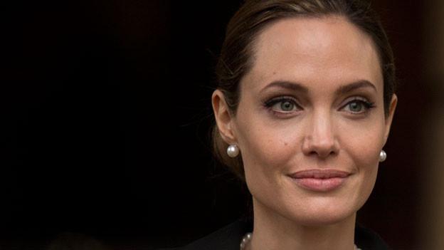 Nachdem ihre Mutter an Brustkrebs starb, unterzog sich Schauspielerin Angelina Jolie einer Masektomie.