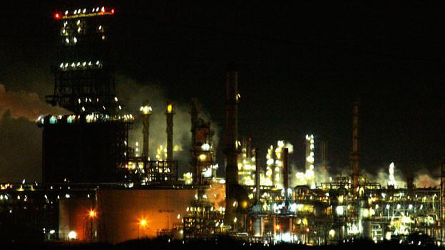 Widmers Rand des Universums: Eine Ölraffinerie in der Gegend von Barcelona.