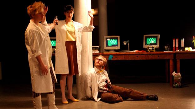 Das Theaterkollektiv machina eX überträgt Computerspiele in die Realität. Ausschnitt aus der Theaterperformance 15.000 GRAY.