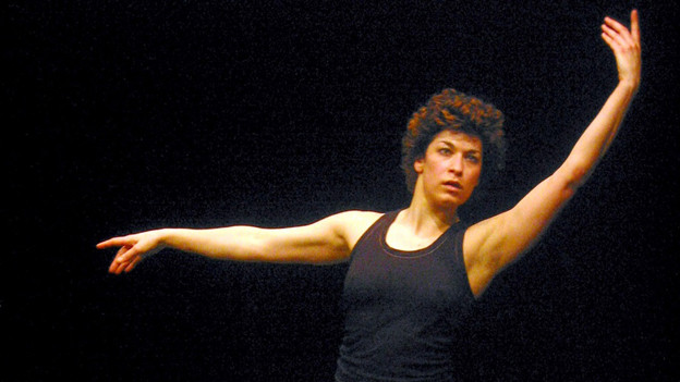 Alexandra Bachzetsis bei der Aufführung «Showing» 2003 in Zürich.