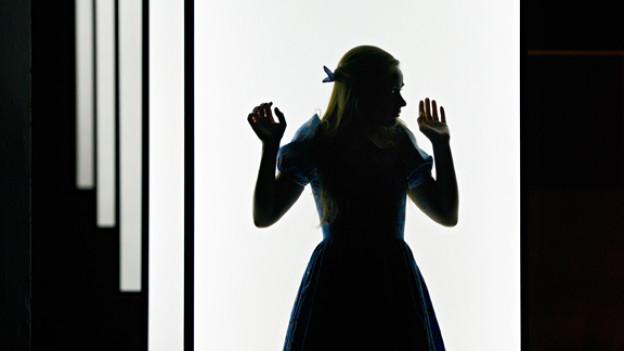 «Alice im Wunderland»: Das Schauspielhaus Zürich zeigt den Kinderklassiker für Erwachsene.