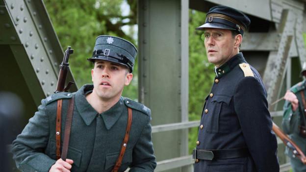 Stefan Kurt (r.) als Hauptmann Paul Grüninger.