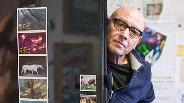 Porträt: Liechti hinter einer Türe