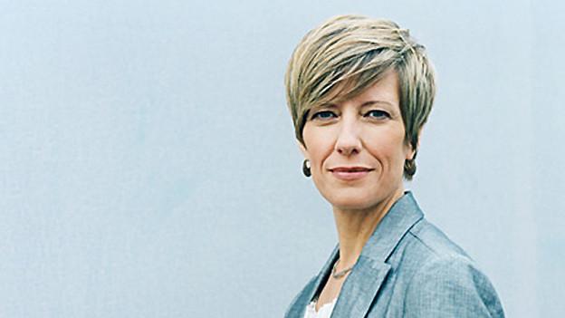 Annette Schönholzer blickt in die Kamea.
