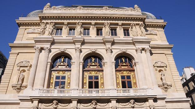 Blick auf die Fassade der Opéra Comique